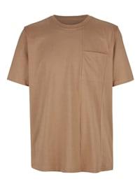 Tričko s módnym deliacim šitím