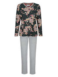 Pyžama s kontrastným lemovaním na V-výstrihu