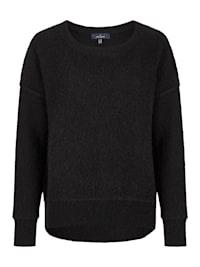 Moderner Pullover mit versetztem Ärmelansatz