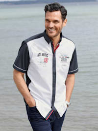 Hemd in maritimem Flair