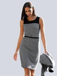 Šaty na ramenou s jednobarevnými vsadkami