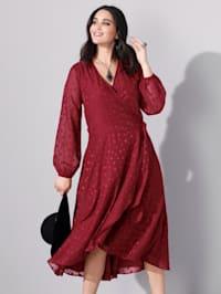 Šaty so štruktúrovaným bodkovaným vzorom