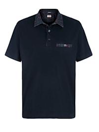 Tričko s potlačou na golieri a náprsnom vrecku
