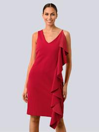 Šaty so žensky pôsobiacim volánom