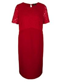 Šaty s elegantní krajkou na horním díle
