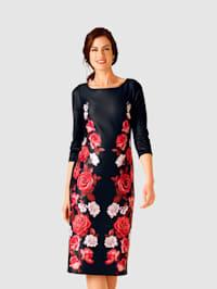 Jerseykleid im modischen Druckdessin
