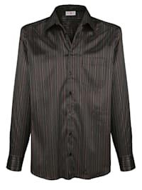 Košeľa s lesklými prúžkami
