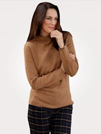 Jumper with a stand collar