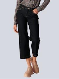 Jeans mit goldenen Ziernieten