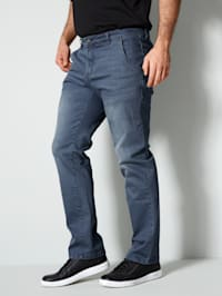 Jeans in straight fit-model