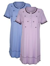 Nachthemd mit romantischem Wellensaumabschluss