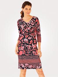 Džersej šaty s kvetinovým vzorom v harmonických farbách