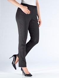 Nohavice s pekným károvaným vzorom