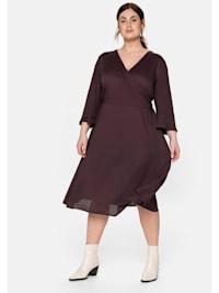 Kleid mit verspielten Rüschen