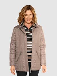 Gewatteerde jas met platte kraag met plooitjes