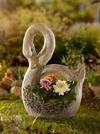 Planteringskärl i form av en svan