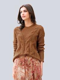 Pullover im Vorderteil mit effektvollem Zopfmuster