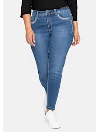 Jeans mit Crinkle-Effekt und bestickten Taschen