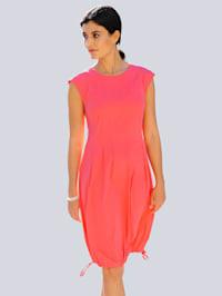 Kleid aus trageangenehmem Materialmix