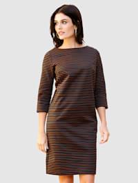 Šaty v prúžkovanom vzore
