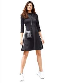 Jersey jurk met LOVE-tape op de mouwen en de zijnaad