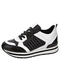Sneakers av handskmjukt nappaskinn