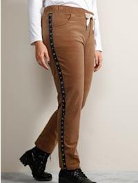 Nohavice s dekoratívnymi pásmi a očkami na bokoch