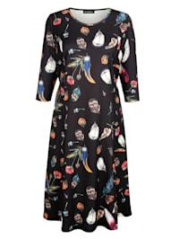 Höyhenkuvioitu mekko