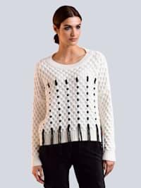 Pullover im Vorderteil effektvoll mit Fäden durchzogen