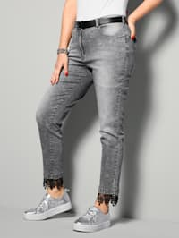 Jeans met stijlvol kant aan de zoom