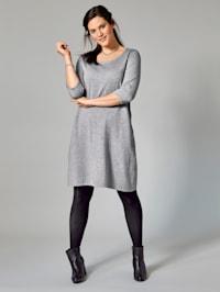 Finstickad klänning