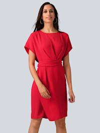 Kleid mit femininem Wickeldetail in der Taille