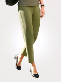 Gebreide broek in een trendkleur
