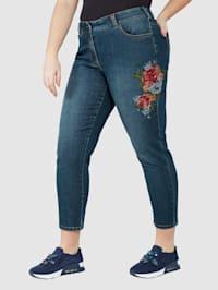 Džínsy s kvetinovou výšivkou