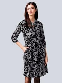 Šaty s celoplošným potiskem písmen