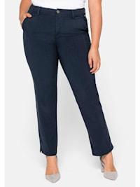 Hose mit streckender vorverlegter Seitennaht vorn