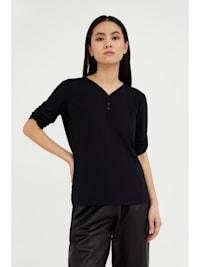 Basic-Shirt mit femininem V-Ausschnitt