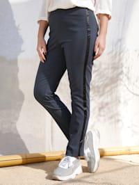 Pantalon avec bande satinée sur le côté