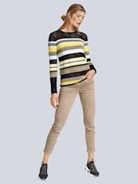 Pullover mit schwarzen Mesheinsätzen