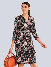 Šaty so ženským riasením