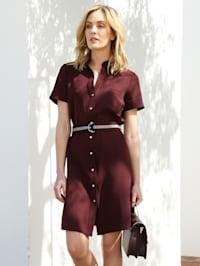Šaty s opaskom na páse
