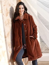 Manteau en matière duveteuse