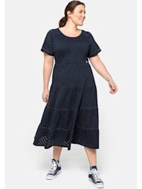 Jerseykleid mit Stufenrock, in Midilänge