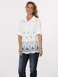 Bluse mit kontrastfarbener Stickerei