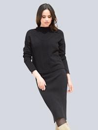 Strickkleid bestehend aus Trägerkleid und Pullover