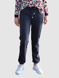 Kalhoty s detaily z pásů