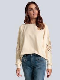 Sweatshirt mit Lochstickerei am Arm