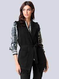 Pletená vesta s módnym strapcovým vypracovaním