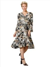 Kleid mit angesetzten Rüschen