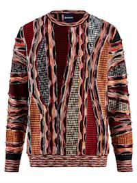 Pullover durch hochwertiger Strickkunst gefertigt